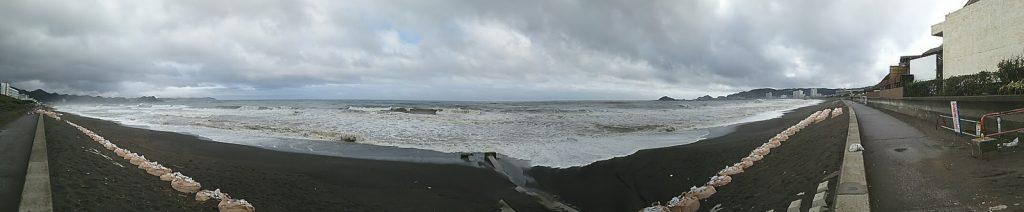 鴨川温泉付近から太平洋を望む