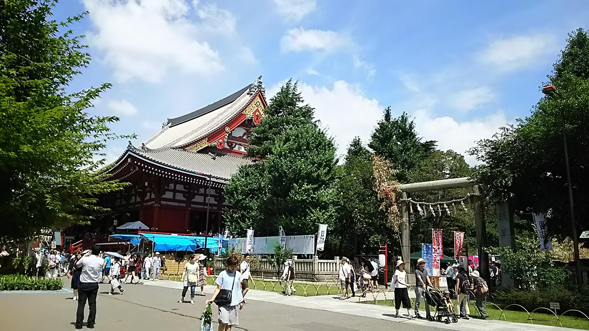 お昼前の浅草寺
