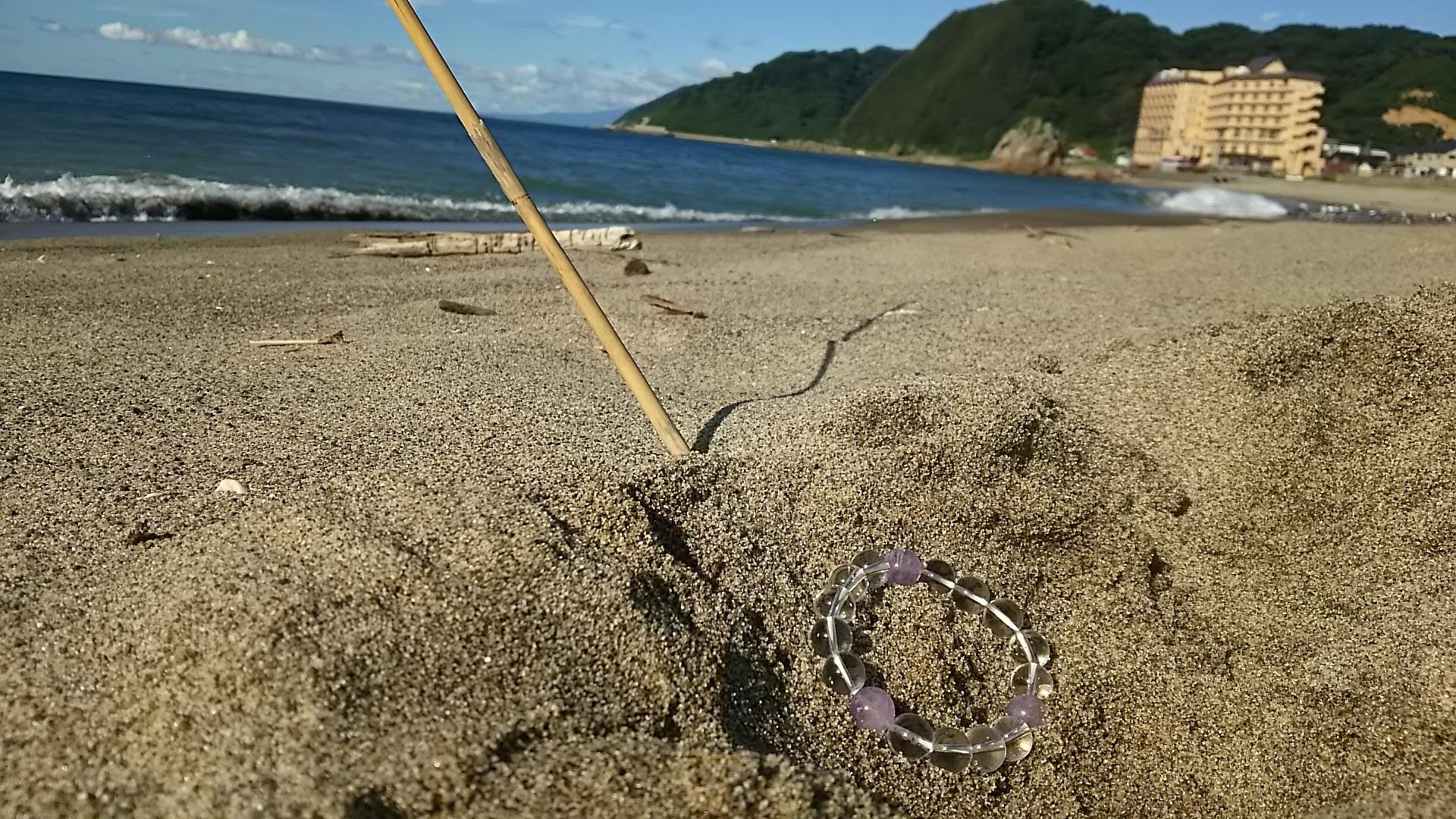 浜辺に水晶を埋めておく