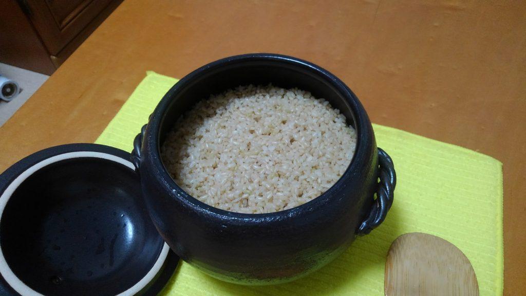 (本文とは関係かりません) 玄米 土鍋炊飯 少し水と火が足りなかった