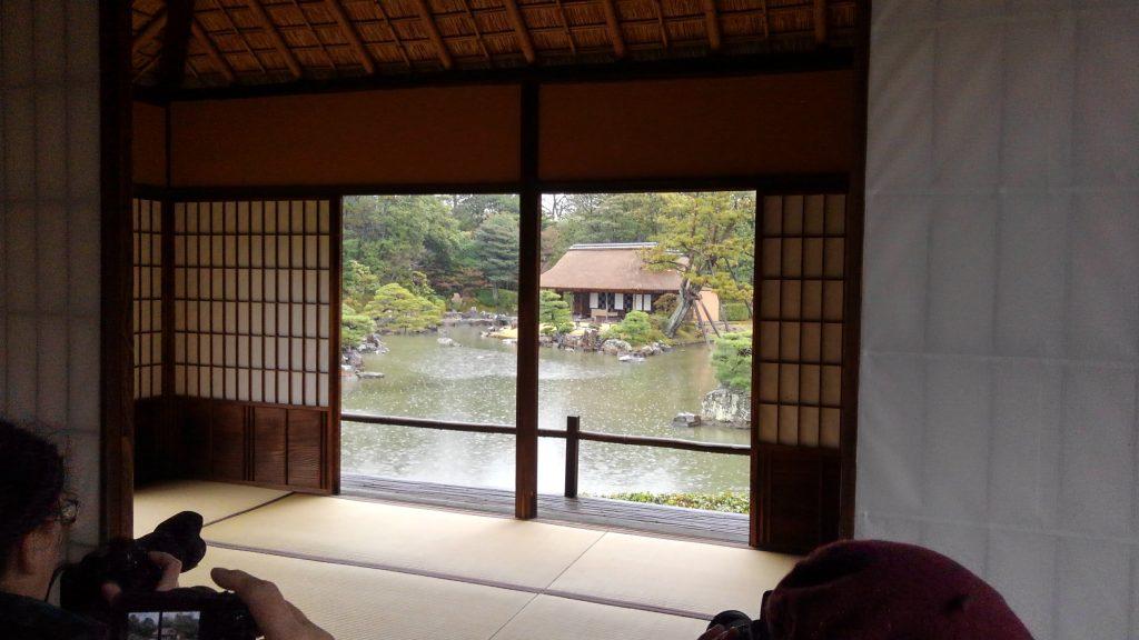 京都・桂離宮 茶室からの外を眺める