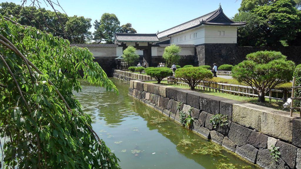 東京・大手町 平日の皇居東御苑 皇居周辺は結構地磁気レベルは低いです。レベルは平均値の7、8割ぐらい。